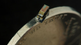 a camera the size of a grain of rice